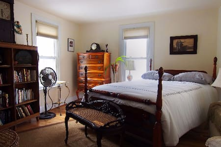Skylight second floor apartment - Swarthmore - Casa
