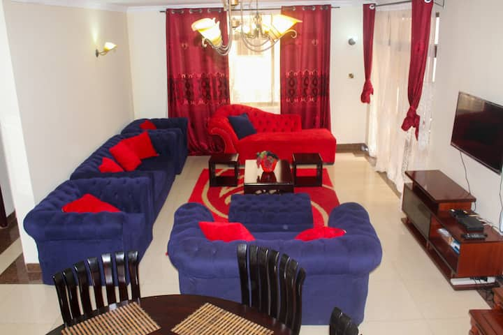 Cosy entire house with ample ample parking.