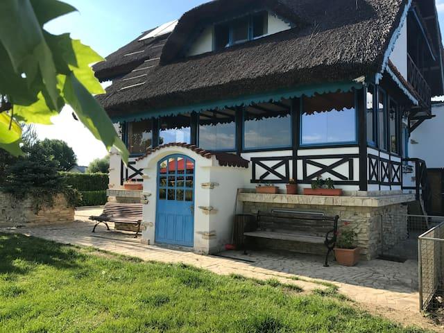 Traditional Villa 12 Sleeps With Pound & Garden