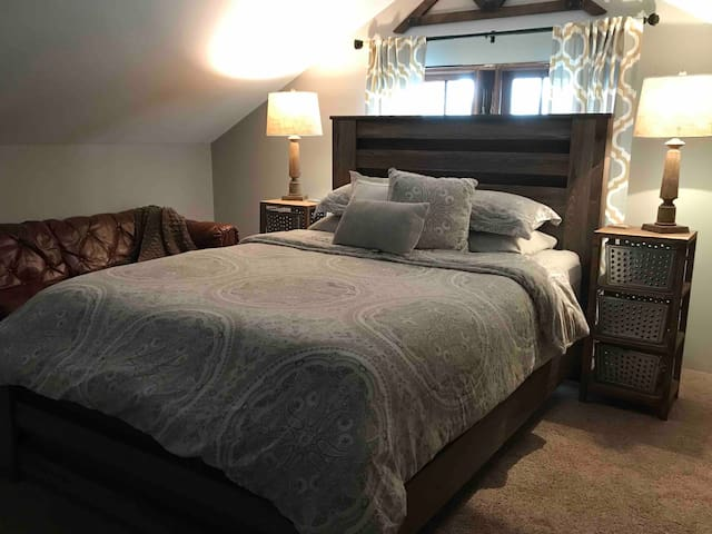 CleanCraftsmanHome: Bedroom #2 - Centrally Located