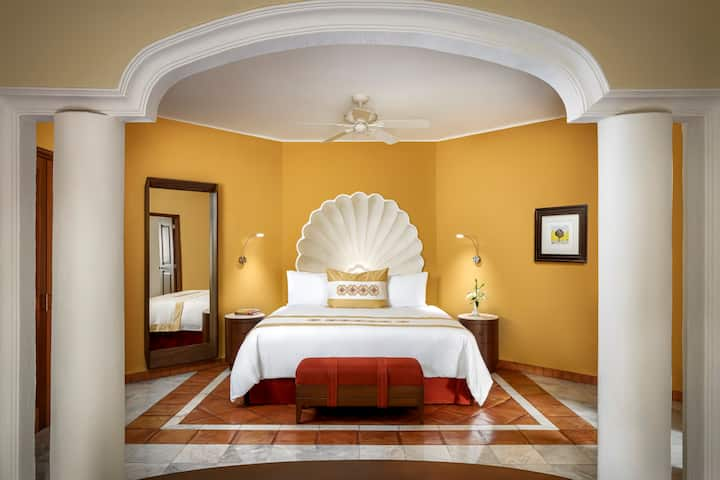 Master Suite at Casa Velas