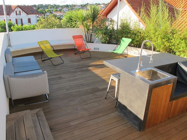 Superbe appartement, terrasse surplombant Guéthary
