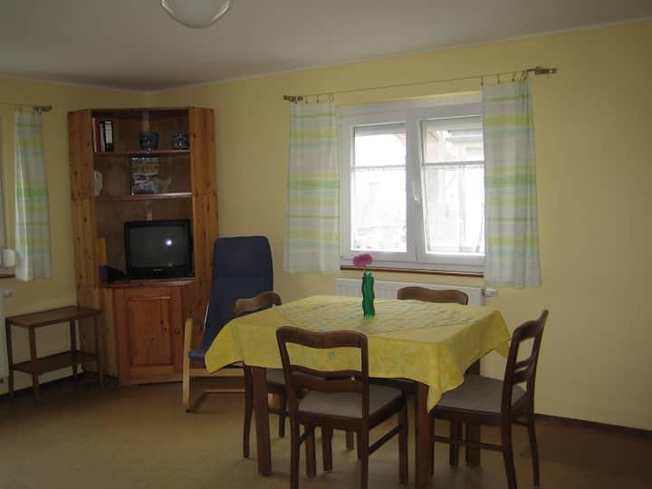 gemütliche Wohnung mit 2 Zimmern, Küche u. Bad