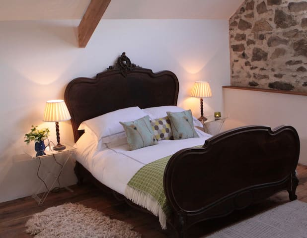 The Granary at Devon Yurt,  beautifully renovated. - Lifton - Bed & Breakfast