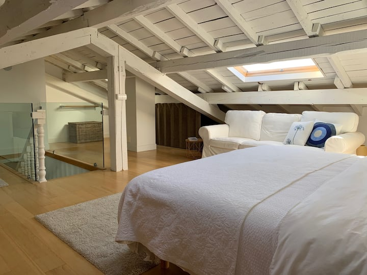 Two-bedroom suite, free parking and garden