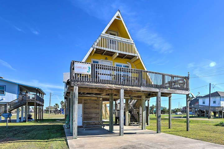 A-Frame Home w/ Deck - 2 Blocks to Surfside Beach!