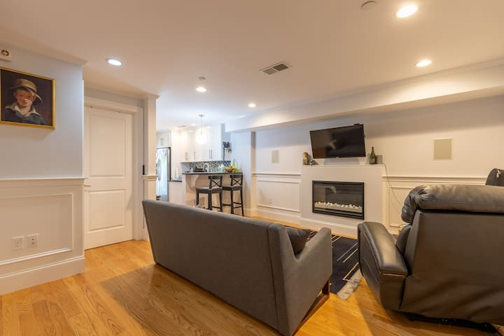 Nice 2 BR, 2BA Close to Convention Cntr & Seaport