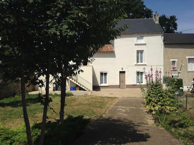 3 chambres maison poitevine en pierre - Poitiers - House