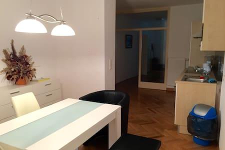 Sonnige Wohnung, Altbau, Zentrum - Sankt Pölten