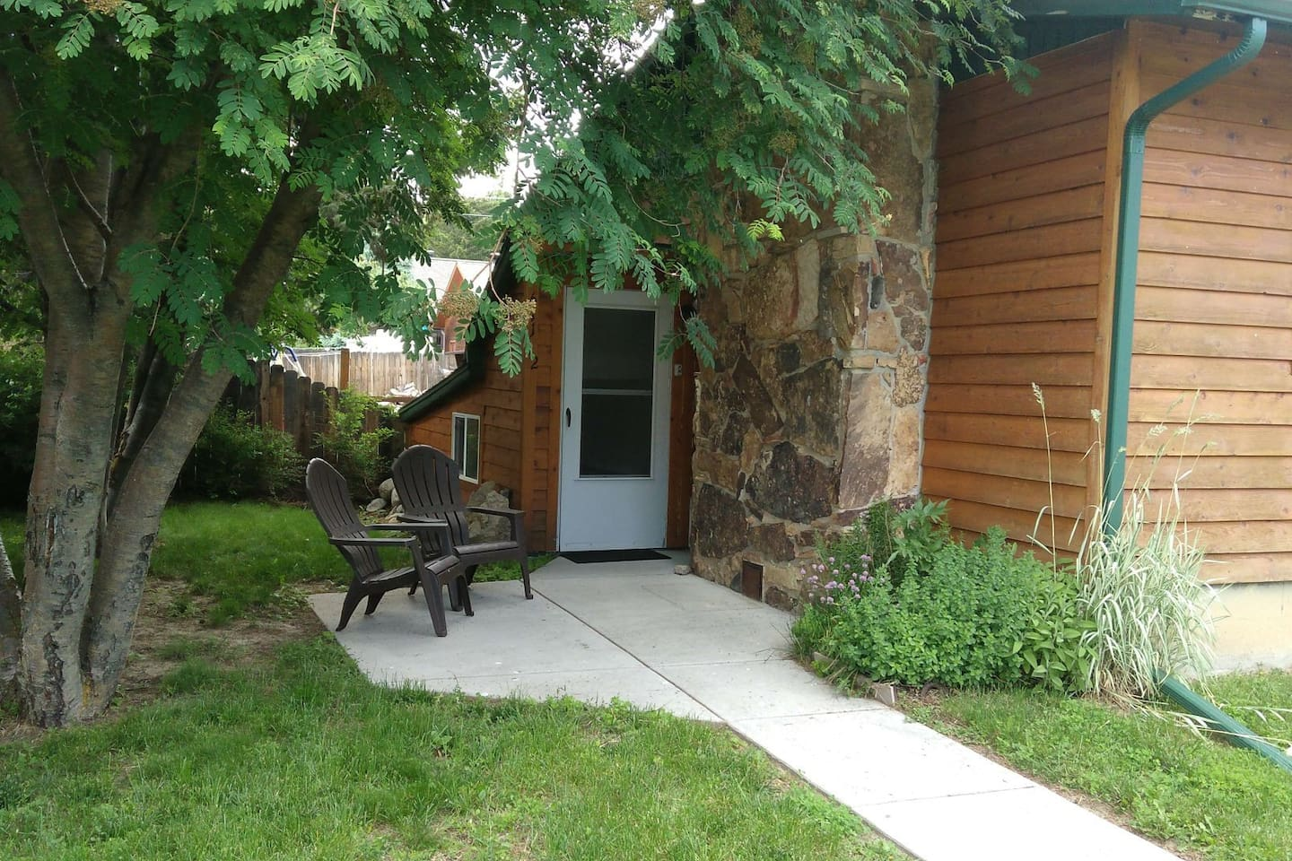 Entry & outdoor seating