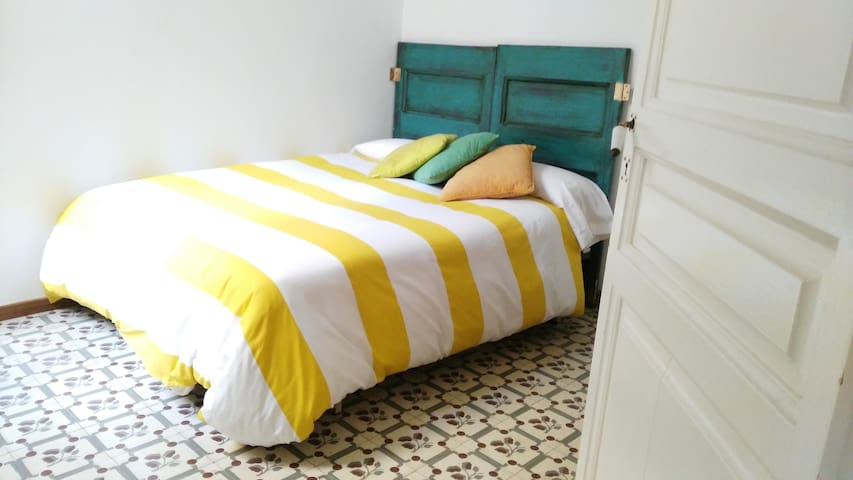 Double Bed in the very middle of Barcelona
