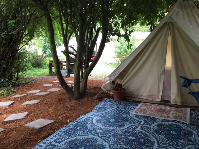 Safari Tent Close to Hot Springs