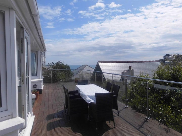 4 bed delightful house with stunning sea views