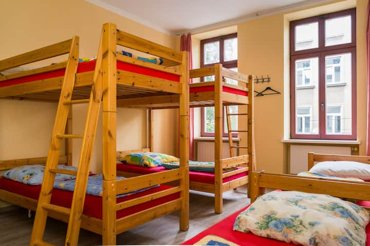 1 Bett im 6-Bettzimmer