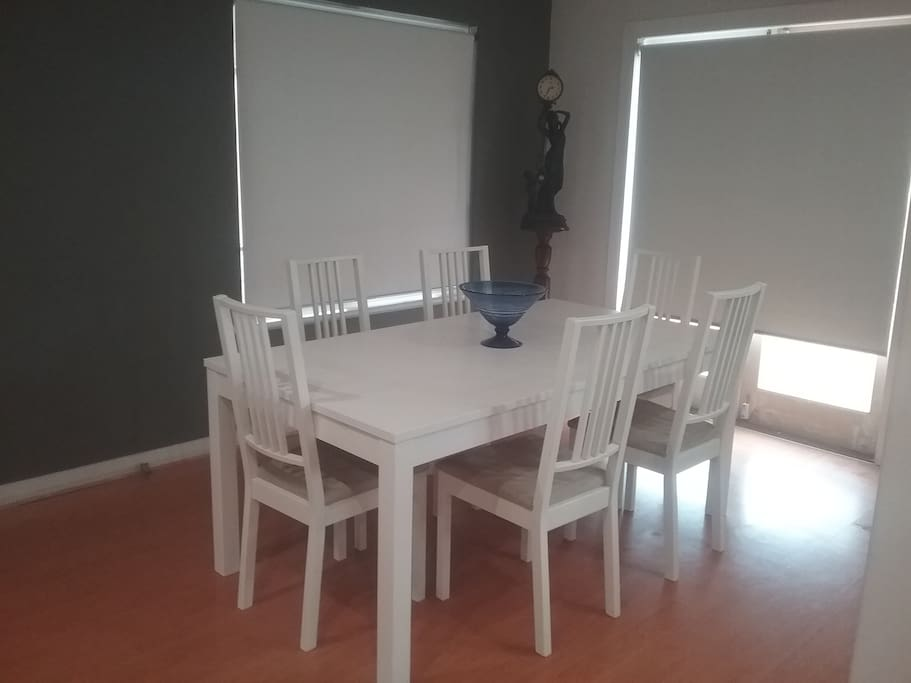 Dining - table extends