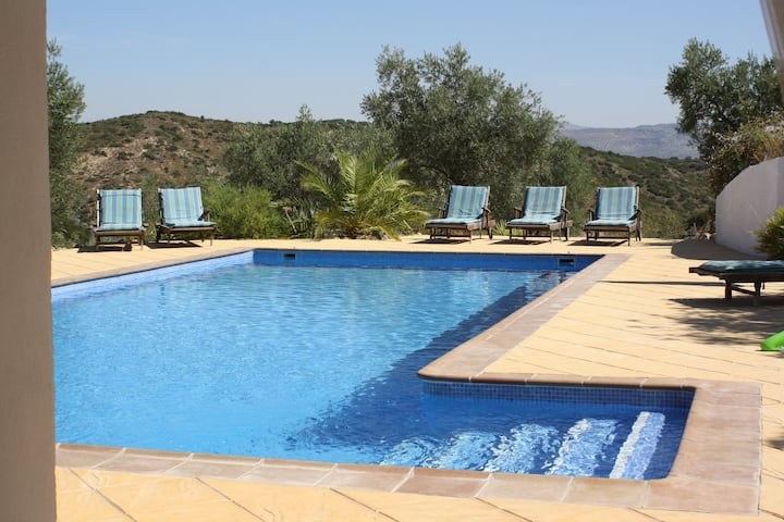 Lovely villa with fabulous 12m pool and jacuzzi