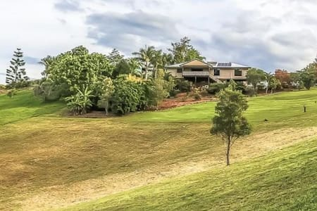 Family Entertainer Acerage w Views + By The Beach! - Maroochy River - Σπίτι
