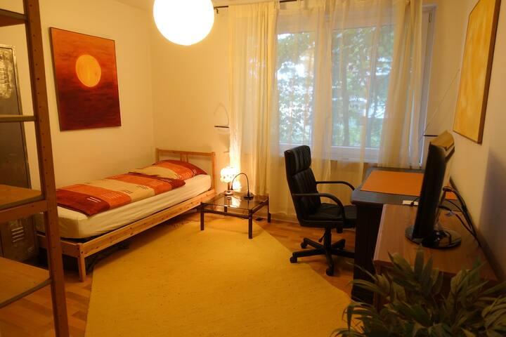 Zentrales, günstiges Zimmer mit TV,  Universität