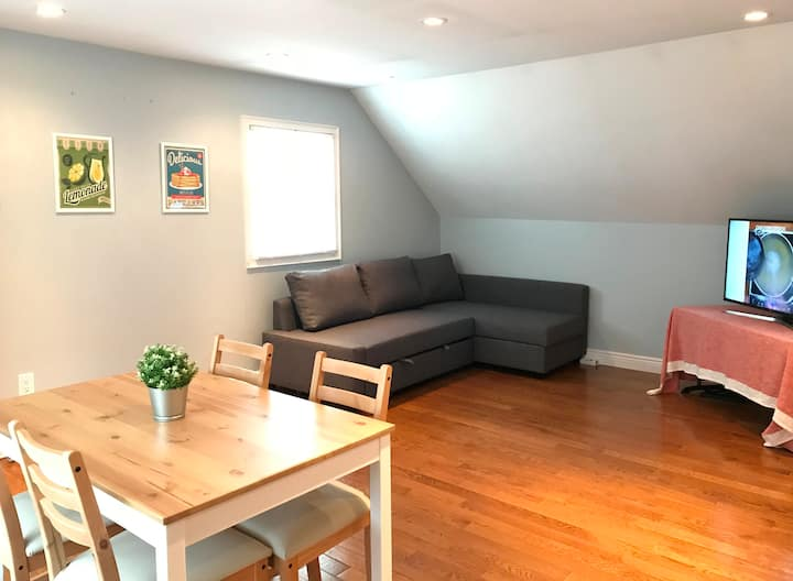Lovely Hicksville 2nd fl Apartment Near All