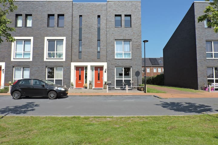 Family Home close to city centre for sports & work