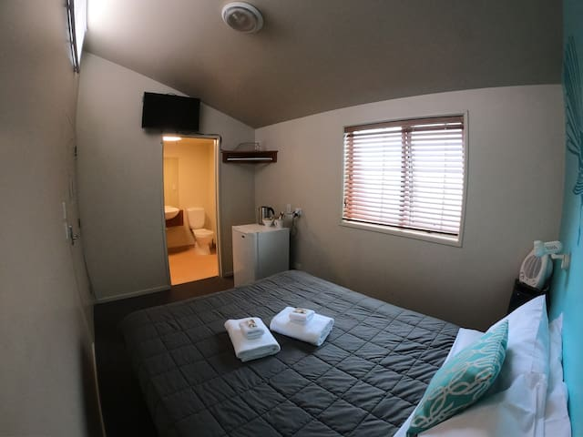 Economy Queen Double Room