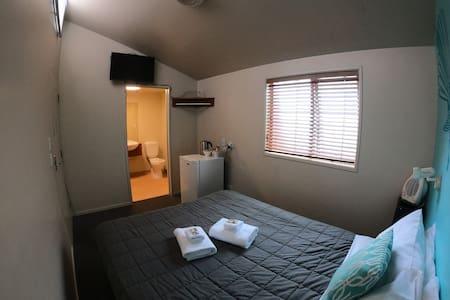 Backpacker Queen Double Room