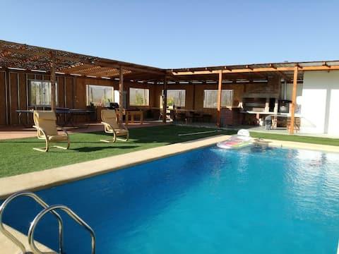 Casa con quincho en zona rural de La Serena.