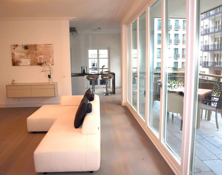 luxus wohnung altstadt d sseldorf 128qm appartamenti serviti in affitto a d sseldorf. Black Bedroom Furniture Sets. Home Design Ideas