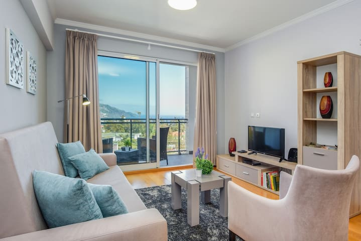 Charming & Comfortable Apartment >> Great Views!!