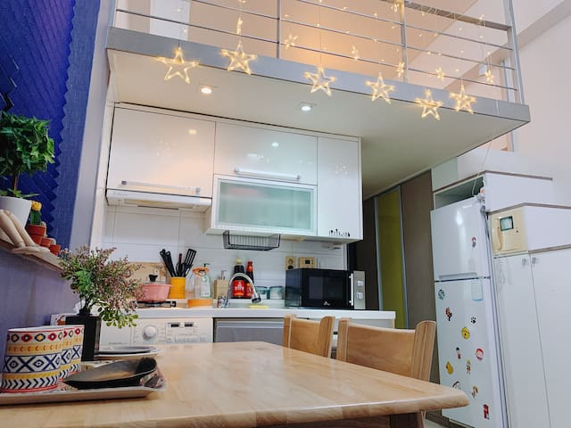 Hongdae Cozy Loft Free Wifi【Yeonnam-dong】