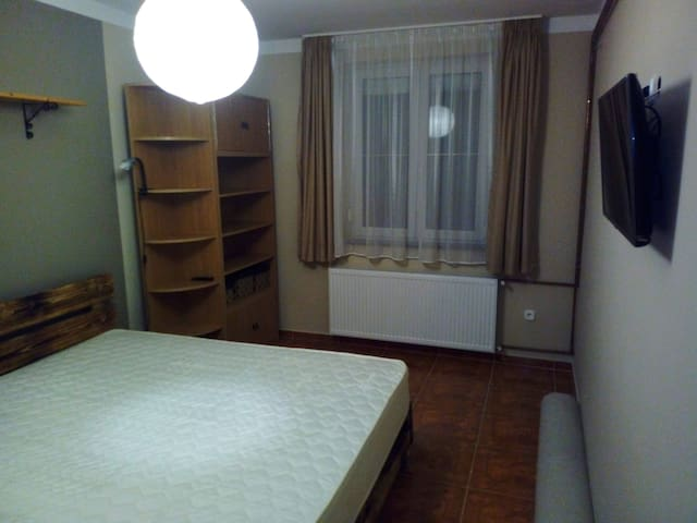 Eger közvetlen közelében csendes szobácska