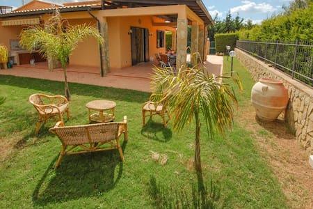Villa confortevole e elegante con giardino privato - Piana Calzata