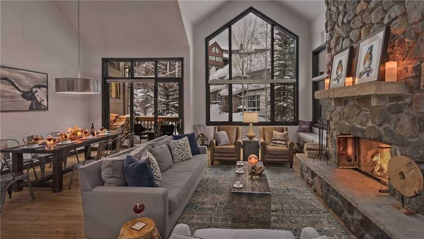 Luxurious Slopeside 5BR Home + Heated Pool + Hot Tub - Chalet Cristallo