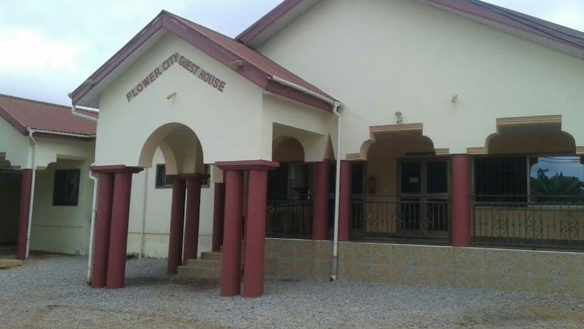 FLOWER CITY GUEST HOUSE Kumasi-Ghana