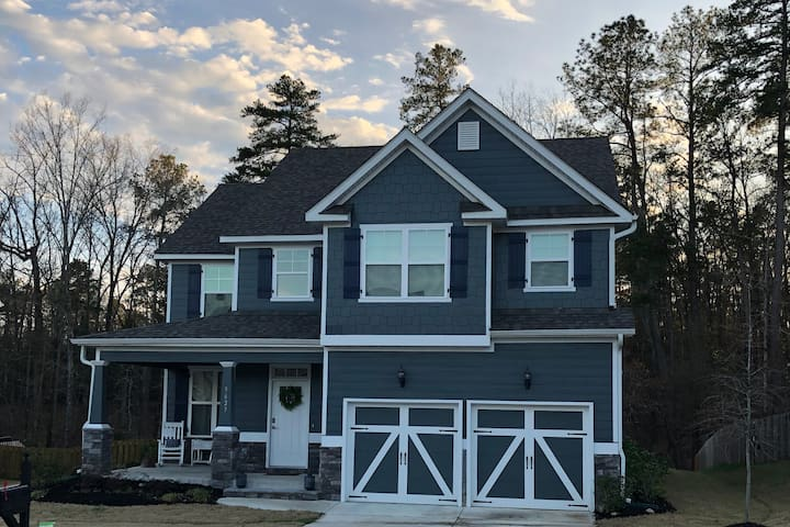 NEW MASTERS RENTAL Located in golfcourse community