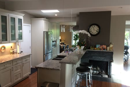Bright open-layout home; Central Location near SFO - San Mateo
