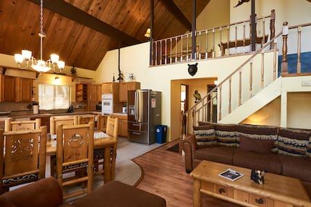 Cozy 5 Bedroom Cabin Near the Lake! - Lake Arrowhead