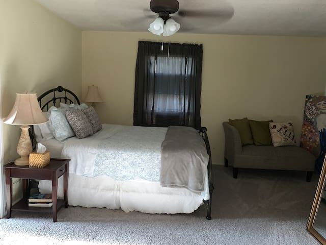 Old East Dallas Upstairs Private Apartment