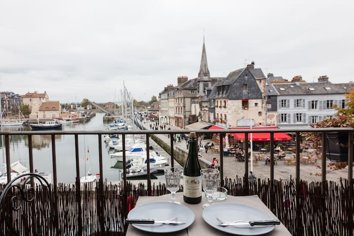 The balcony of the harbor . super center .romantic - Honfleur