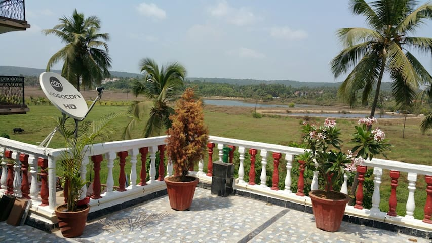 60% OFF. FAMILY LUXURY 1 BHK + PVT TERRACE