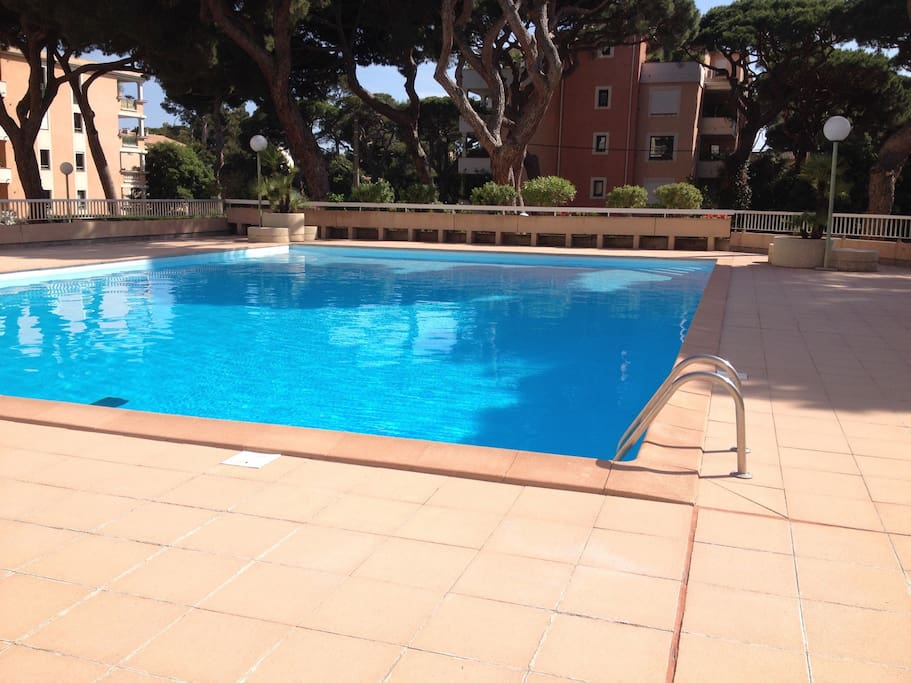 Port d 39 hy res t2 terrasse piscine plage 150m for Piscine hyeres