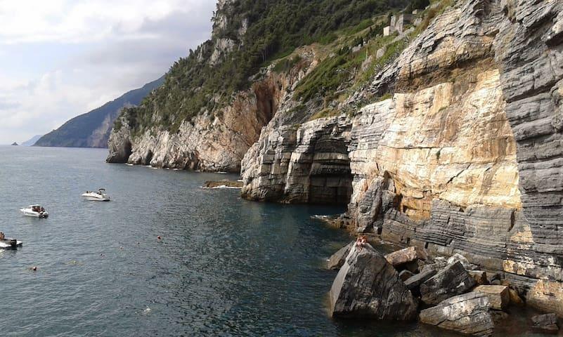 Romantic house , countryside near Cinque Terre