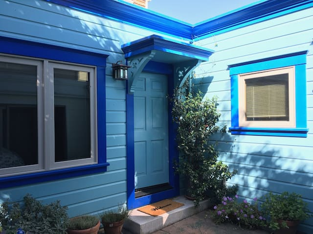 Quaint, quiet, newly remodeled Noe Valley cottage