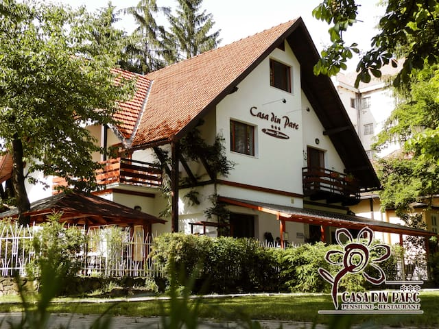 Casa din parc pension - Covasna - Bed & Breakfast