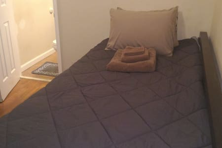 Private Bath & Room. Central DC. B2. Washington - Washington - Selveierleilighet
