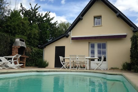 """Normandy style"" house 140m2 with heated pool"