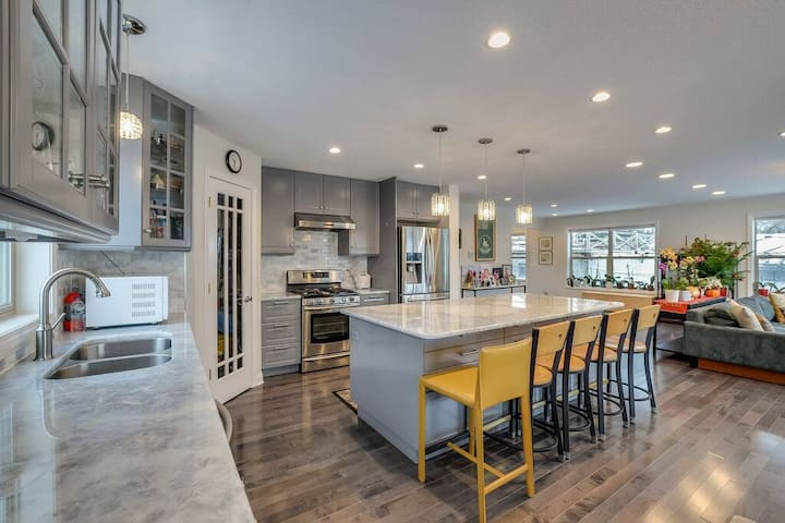 Luxurious Home in St. Anthony Main Area