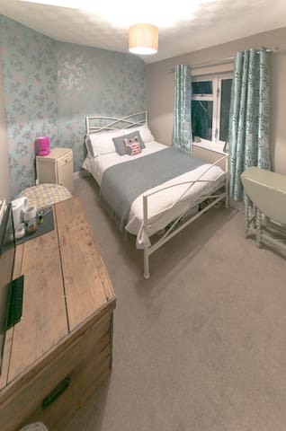Double room 1 of 2 in shared house. - Harrogate - Bed & Breakfast