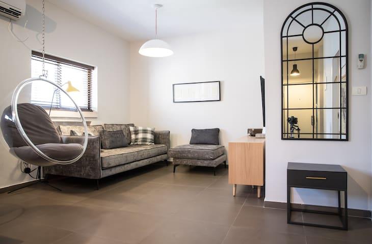 Charming & Beautiful 2BD apartment