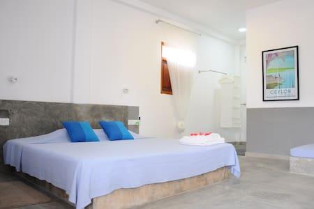 Cosy 4-bedroom villa on the beach - Bed & Breakfast
